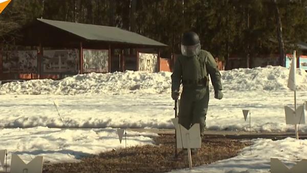 Ruští pyrotechnici trénují zneškodnění min před odjezdem do Palmýry - Sputnik Česká republika