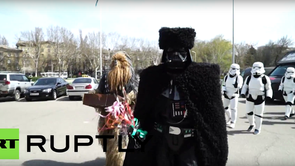 Darth Vader daroval Michailu Saakašvilimu soupravu na šašlik. - Sputnik Česká republika