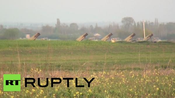 Raketové komplexy Ázerbájdžánu zaútočily na Náhorní Karabach. Video střelby - Sputnik Česká republika