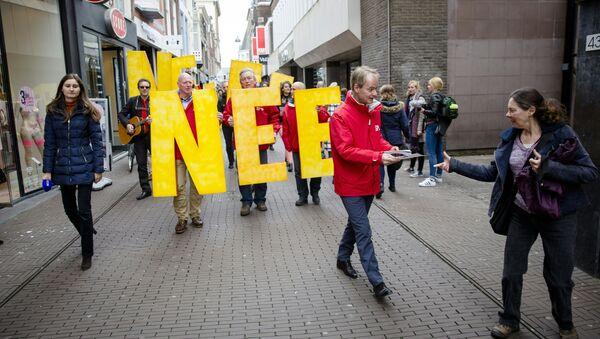 Členové nizozemské socialistické strany během mítinku proti referendu o asociaci EU a Ukrajiny - Sputnik Česká republika