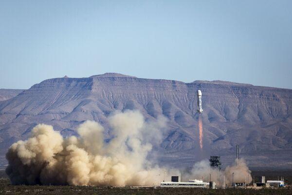 Третья по счету мягкая посадка ракеты New Shepard компанией Blue Origin в Техасе - Sputnik Česká republika