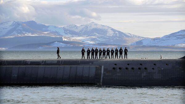 Britští námořníci a ponorka - Sputnik Česká republika