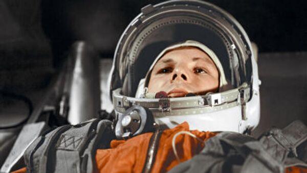 Za tři minuty deset Gagarin řekl, že přelétá nad Amerikou. V ten samý moment přišla do éteru informace TASS o vypuštění sovětské kosmické lodi - Sputnik Česká republika