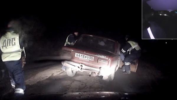 Více než 10 policistů pronásledovalo Žiguli na třech kolech - Sputnik Česká republika