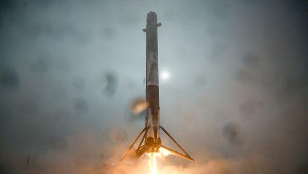 První stupeň rakety Falcon 9 - Sputnik Česká republika