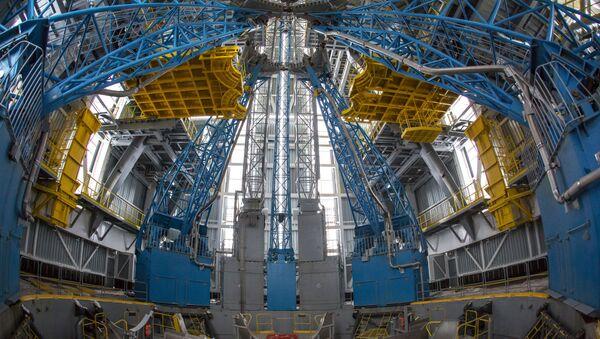Montování rakety Sojuz pro první vypuštění z kosmodromu Vostočnyj - Sputnik Česká republika
