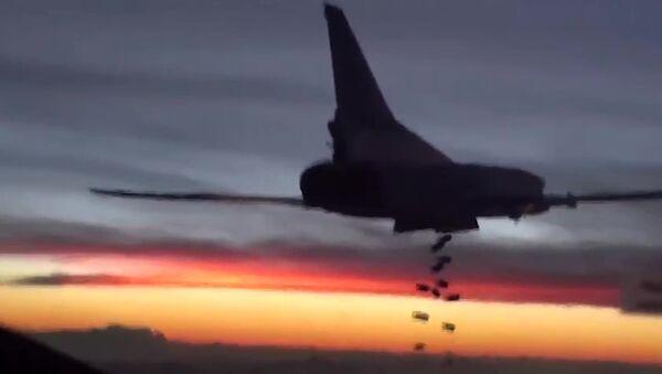 Tu-22 shazuje bomby - Sputnik Česká republika