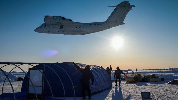 Základna Barneo na plovoucí ledové kře v Arktidě - Sputnik Česká republika