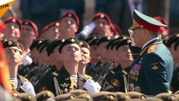 Pochod pěchoty po Rudém náměstí. Video - Sputnik Česká republika