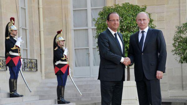 Ruský prezident Vladimir Putin a francouzský prezident Francois Hollande - Sputnik Česká republika