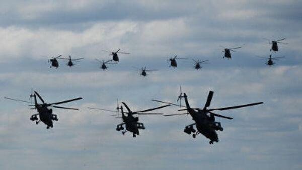Vrtulníky na startu na vojenském letišti Kubinka - Sputnik Česká republika