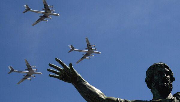 Bombardéry Tu-95MS během přehlídky Dne vítězství v Moskvě 2016. - Sputnik Česká republika