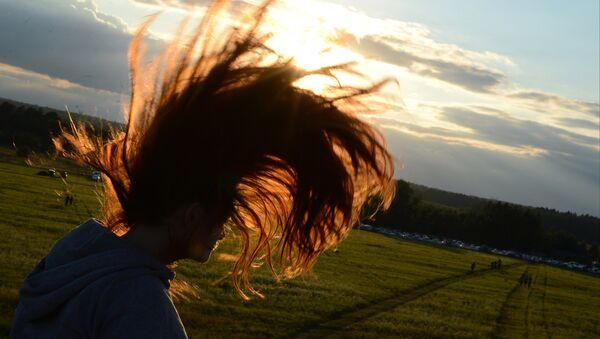Dívka s dlouhými vlasy - Sputnik Česká republika