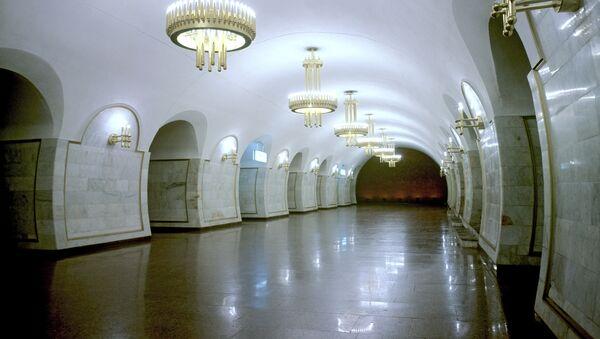 Metro v Kyjevě, stanice Ploščaď Tolstogo - Sputnik Česká republika
