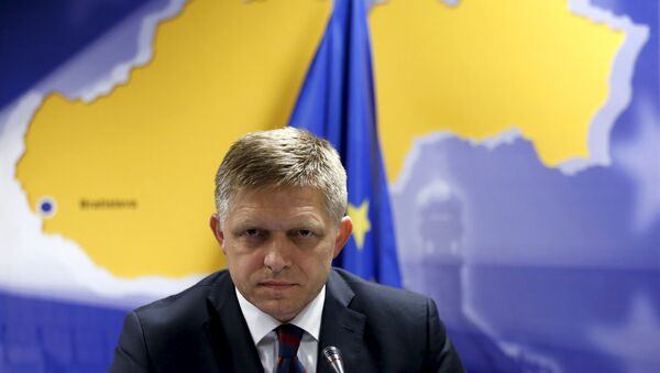 Slovakia's Prime Minister Robert Fico addresses a news conference after a European Union leaders extraordinary summit on the migrant crisis in Brussels - Sputnik Česká republika