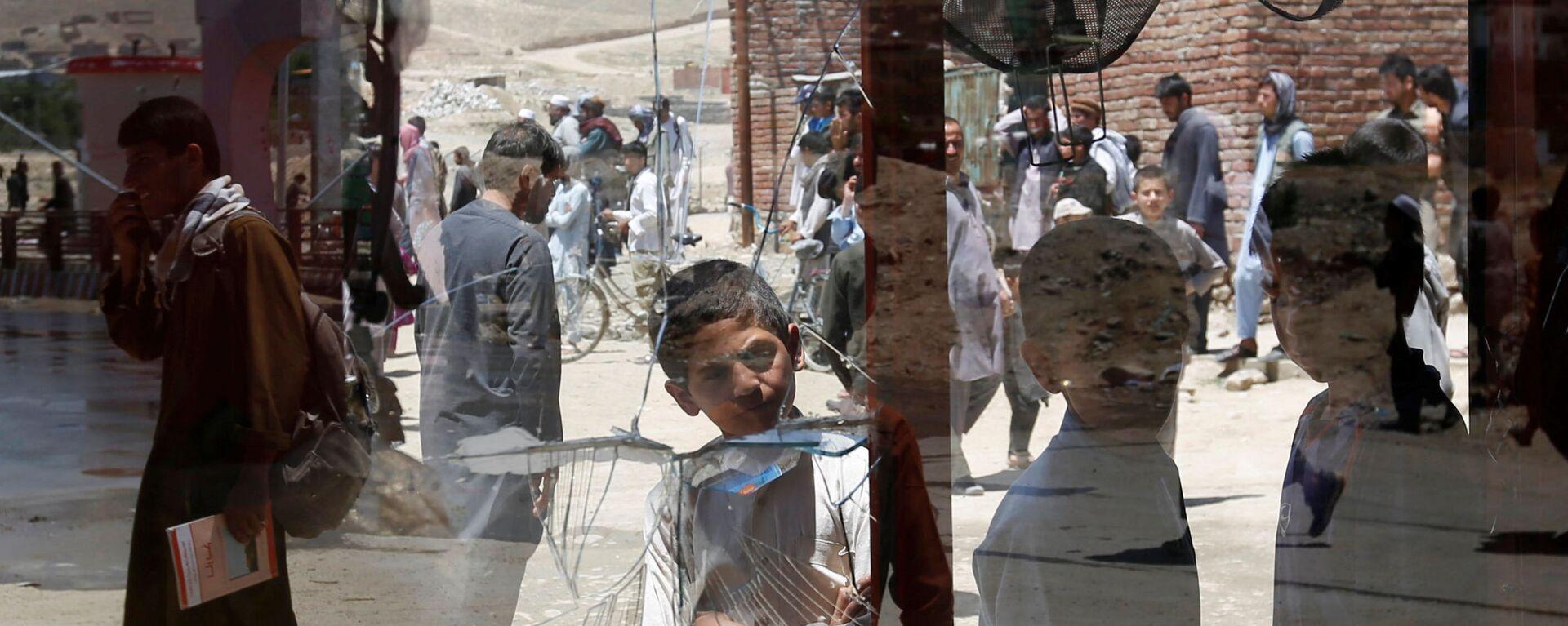 Afghánští chlapci u rozbitého okna v Kábulu, Afghánistán - Sputnik Česká republika, 1920, 10.09.2021