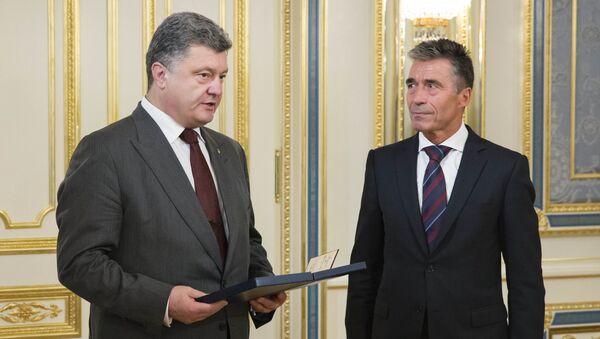 Petro Porošenko a Anders Fogh Rasmussen - Sputnik Česká republika