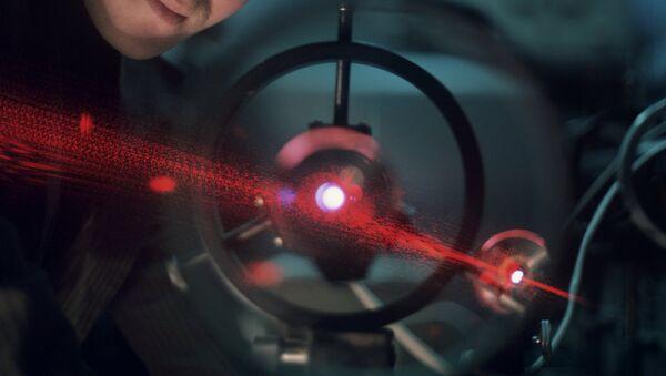Laser v Institutu aplikovaných věd, Ruská akademie věd. - Sputnik Česká republika