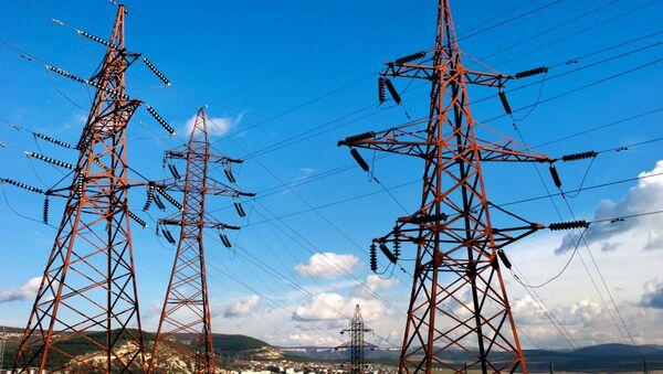 Elektrické vedení podél trasy Simferopol-Sevastopol - Sputnik Česká republika