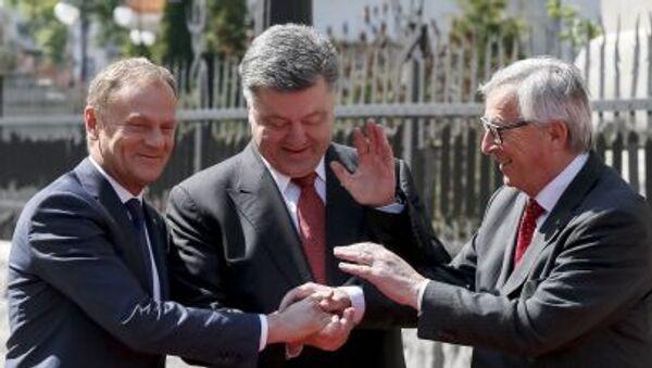 Předseda Rady Evropy Donald Tusk, ukrajinský prezident Petro Porošenko, Předseda Evropské komise Jean-Claude Juncker - Sputnik Česká republika