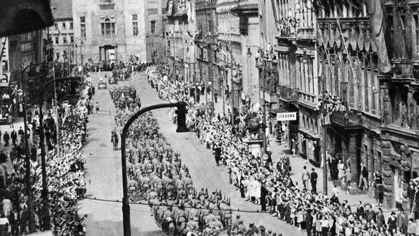 Sovětští vojáci v Praze v roce 1945 - Sputnik Česká republika