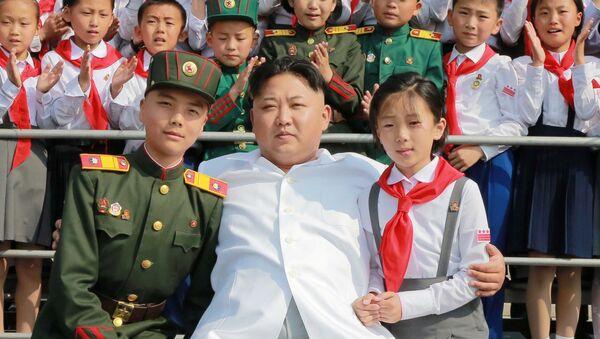 Vůdce KLDR Kim Čong-un na oslavách 70. výročí Dětského svazu v Pchjongjangu - Sputnik Česká republika