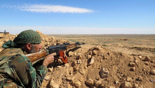 Syrský voják v provincii Rakka, Sýrie - Sputnik Česká republika
