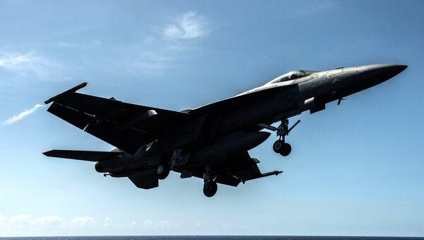 Americká stíhačka F/A-18F Super Hornet - Sputnik Česká republika