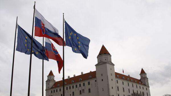 Vlajky Slovenska a EU v Bratislavě - Sputnik Česká republika