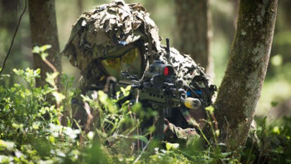 Estonský voják během cvičení - Sputnik Česká republika