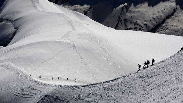 Horolezci v okolí hory Mont Blanc ve francouzských Alpách - Sputnik Česká republika
