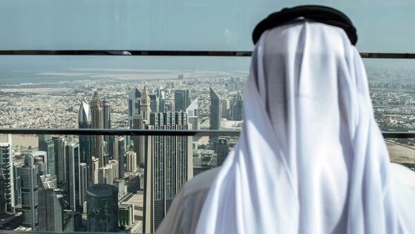 Návštěvník na střeše mrakodrapu Burdž Chalífa v Dubaji - Sputnik Česká republika