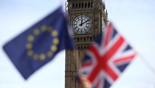 Vlajky EU a Velké Británie na pozadí věže Big Ben - Sputnik Česká republika