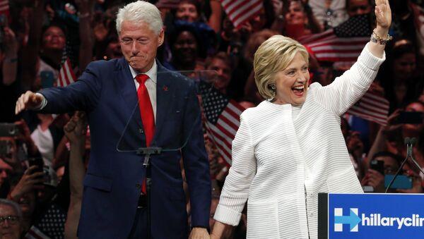 Bill Clinton a Hillary Clintonová - Sputnik Česká republika
