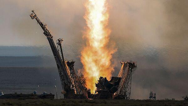 Start nosné rakety Sojuz-FG  s dopravní řízenou lodí Sojuz MS z kosmodromu Bajkonur - Sputnik Česká republika