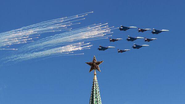Zkouška vzdušné části přehlídky Vítězství v Moskvě - Sputnik Česká republika
