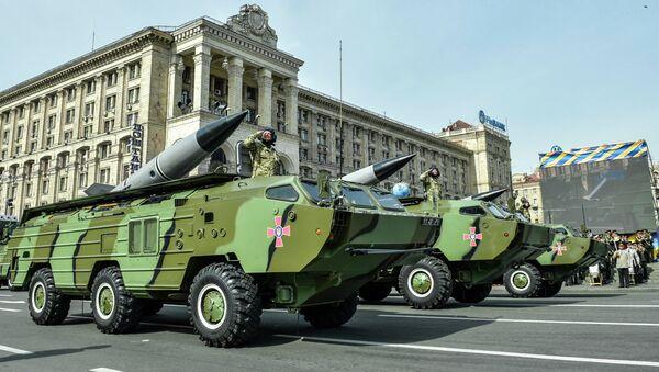 Raketové komplexy 9K79 Točka-U na přehlídce v Kyjevě - Sputnik Česká republika