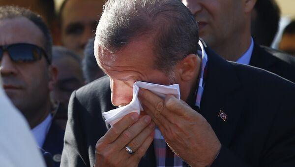Recep Tayyip Erdogan na pohřbu svého blízkého přítele - Sputnik Česká republika