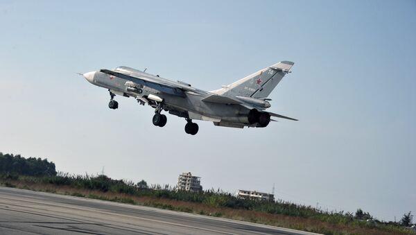 Stíhačka Su-24 na základně Hmeimim - Sputnik Česká republika