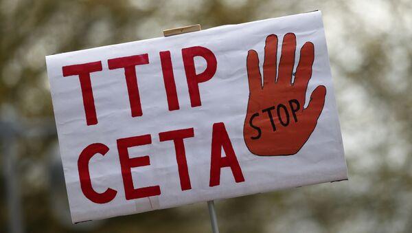 Banner proti TTIP a CETA - Sputnik Česká republika