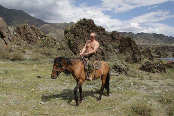 3. srpna 2009 odpočíval premiér Vladimir Putin v Tuvě.  - Sputnik Česká republika