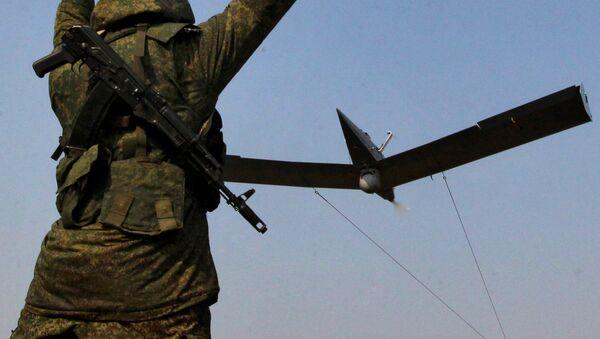 Ruský voják a bezpilotník třídy Zastava - Sputnik Česká republika