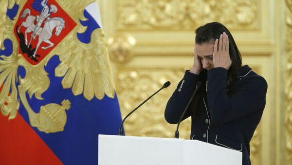 Dvojnásobná olympijská mistryně Jelena Isinbajevová během schůzky s ruským prezidentem Vladimirem Putinem v Kremlu - Sputnik Česká republika