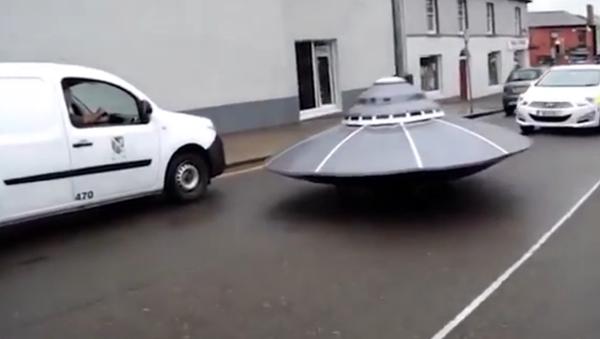 """Irská policie se hnala za """"létajícím talířem"""". VIDEO - Sputnik Česká republika"""