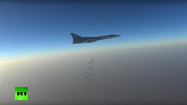 Bylo zveřejněno video útoku ruských Tu-22M3 na objekty IS v Sýrii - Sputnik Česká republika