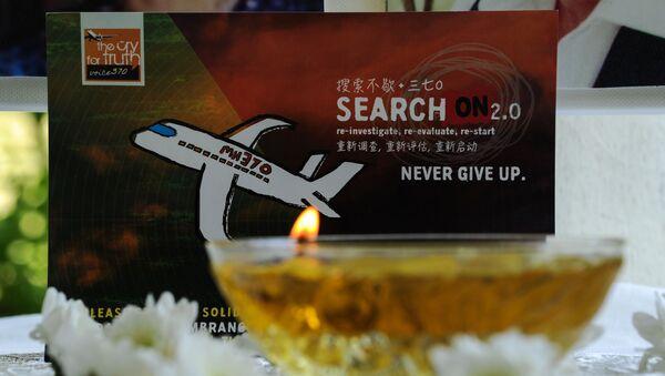Svíce hoří na památku MH370 - Sputnik Česká republika