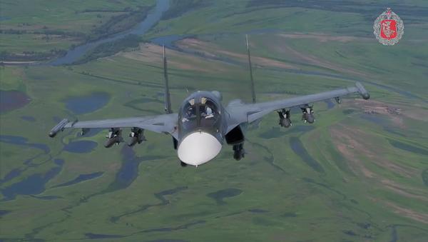 Ministerstvo obrany RF zveřejnilo unikátní záběry stíhačky T-50 ve vzduchu - Sputnik Česká republika
