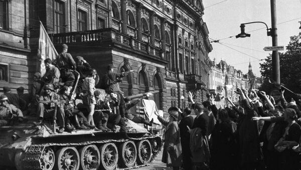 Praha vítá sovětské vojáky - Sputnik Česká republika