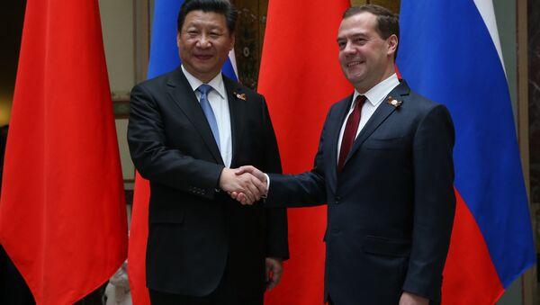 Čínský prezident Si Ťin-pching a ruský premiér Medveděv - Sputnik Česká republika