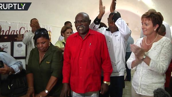 Na počest narozenin Fidela Castra stočili na Kubě 90metrový doutník. VIDEO - Sputnik Česká republika